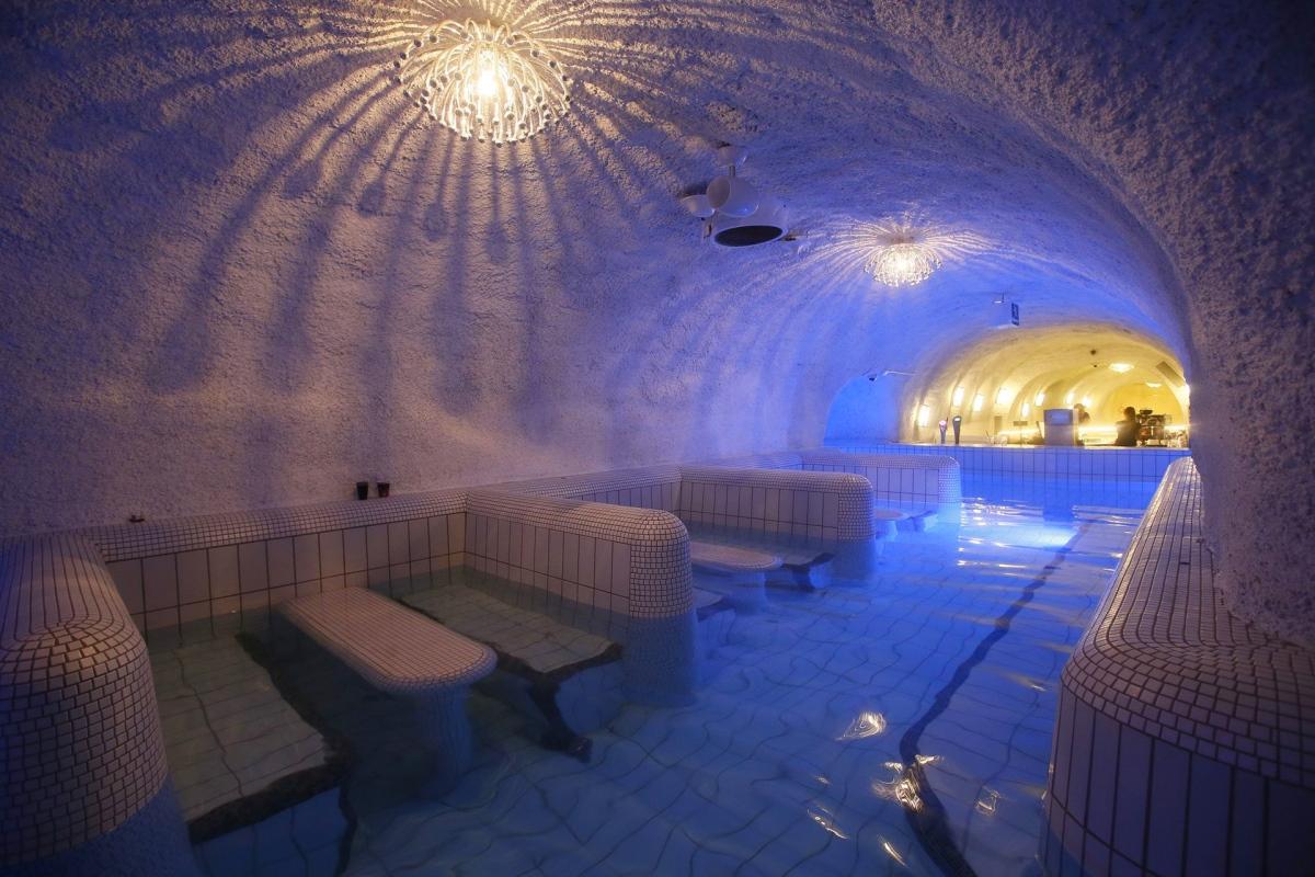 bain thermal cascade cave eger